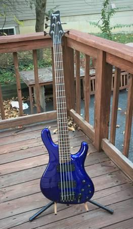 Photo Ibanez Ergodyne EDB-405 bass - $250 (Springfield)