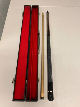 Photo Meucci 95-8 Pool Cue w Shaft  Carry Case - Great Condition - $350 (North Wales, PA)