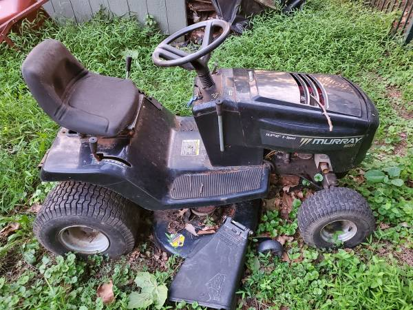 Photo Murray lawn tractor needs work doesnt run - $100 (Audubon PA)