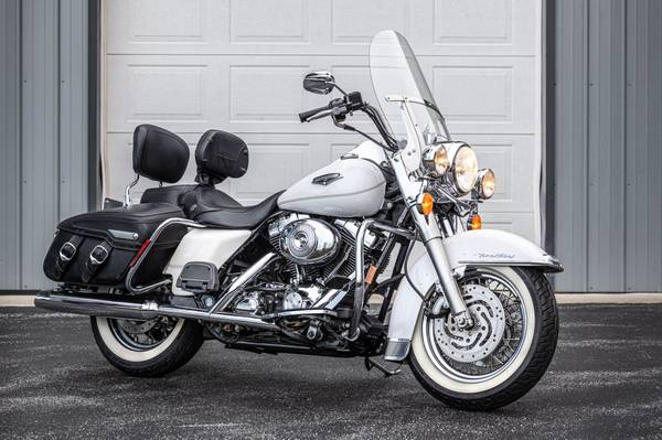 Photo SOLD 2004 Harley-Davidson Road King - $7,500 (Malvern)