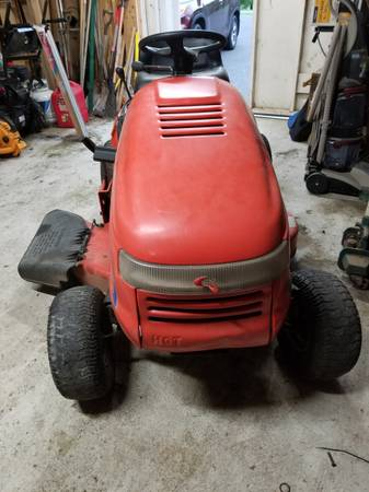 Photo Simplicity 15 HP 38quot deck tractor - $350 (PIPERSVILLE)