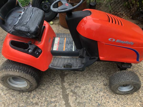 Photo Simplicity tractor - $150 (NE PHILLY)