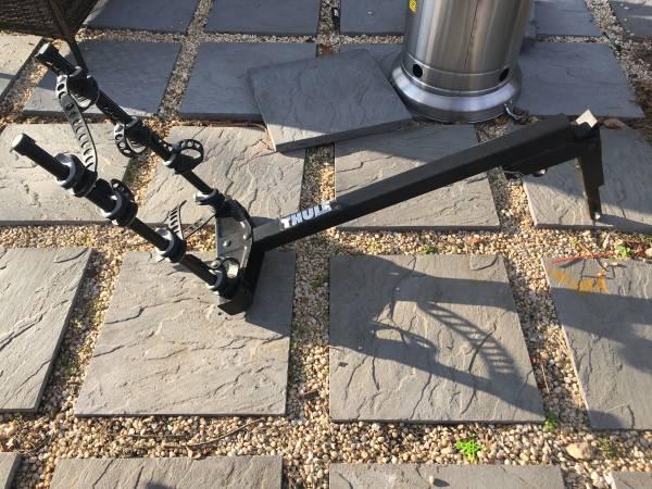 Photo THULE Hitch post  tilt bike rack holds 4 bikes - $100 (LEVITTOWN)