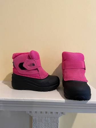Photo The North Face Toddler Snow Boots Alpenglow II size 9 Pink BRAND NEW - $40 (Society hill)