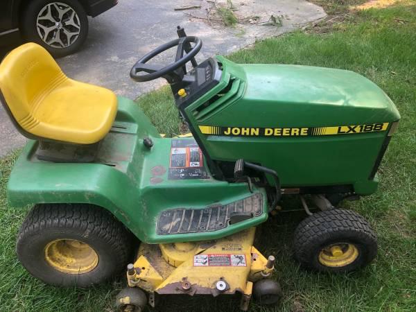 Photo Tractor - John Deere LX 188 Lawn Tractor - $1,850 (MEDIA)
