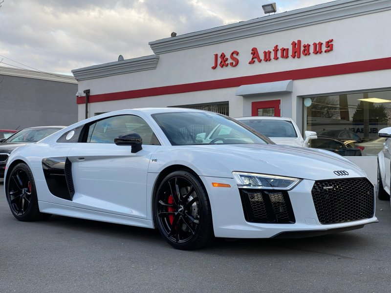 Photo Used 2017 Audi R8 V10 Coupe for sale