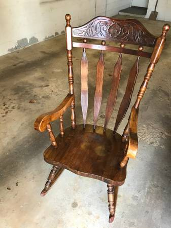 Photo Vintage Solid Wood Rocking Chair Full Size Adult - $12 (Norristown)