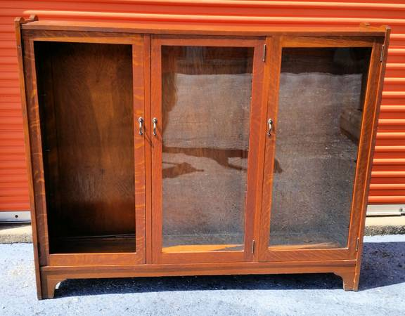 Photo Vintage Triple Door Glass Front Bookcase - $50 (East Fallowfield)