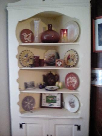 Photo White cream corner hutch - $50 (West chester)