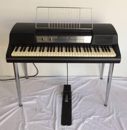 Photo Wurlitzer 200 w original Sustain Pedal  Legs  repro Music Stand - $2500 (Willow Grove)