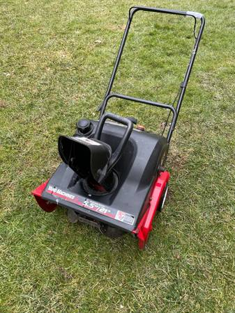 Photo Yard Machine MTD 21quot 2 Cycle Snowblower 5.5 HP with Electric Start - $160 (Blue Bell)