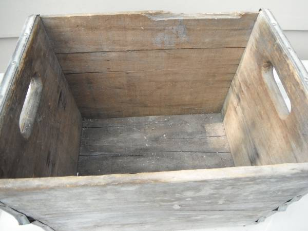 Photo antique wood crate with metal straps - $15 (Northeast)