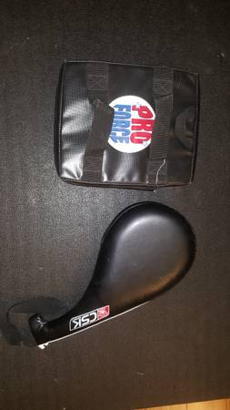 Photo karate sparring gear and focus mitts - $20 (trappe)