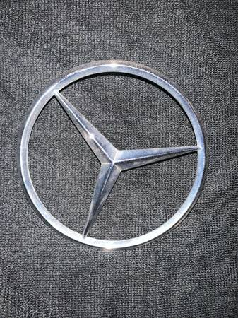 Photo 1961 Mercedes SL150 Trunk Emblem - $15 (gold canyon)
