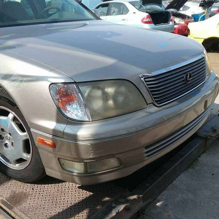 Photo 2000 Lexus Ls400 for parts - $333