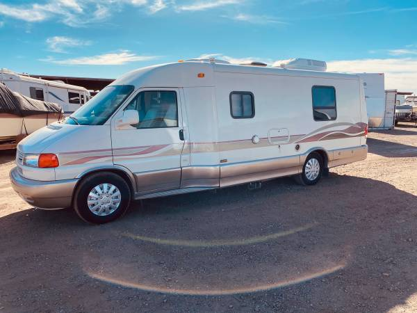 Photo 2000 Rialta By Winnebago - $23,500 (Peoria AZ)