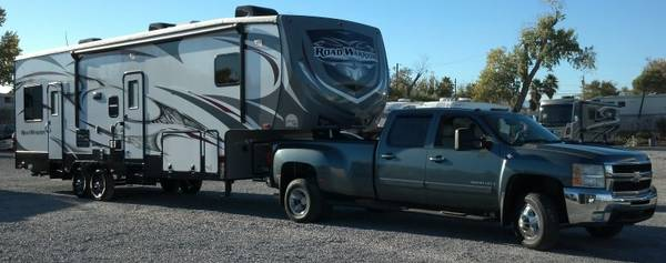 Photo 2014 Road Warrior Toy Hauler 5th Wheel - $38,400 (Las Vegas)