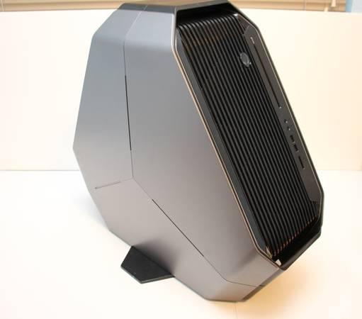 Photo Alienware Area 51 R i7-5960x 16GB DDR4 3x GTX 1080 256GB 4TB Bluray - $900 (Chandler)
