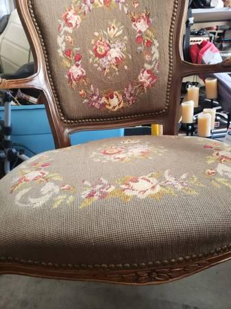 Photo Antique Vintage needlepoint chair - $225 (Queen Creek)
