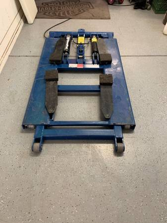 Photo BendPak mid rise lift - $1,100 (Buckeye)
