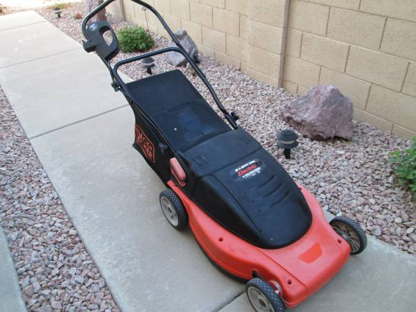 Photo Black  Decker 193939 Electric Mulching Rear Bag Lawn Mower - $125 (Sossaman and Gaudalupe Rd.)