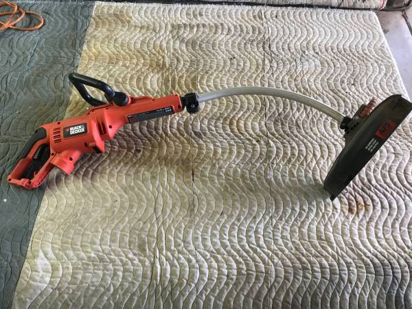 Photo Black and Decker 14 7.5  corded curved grass trimmer edger - $20