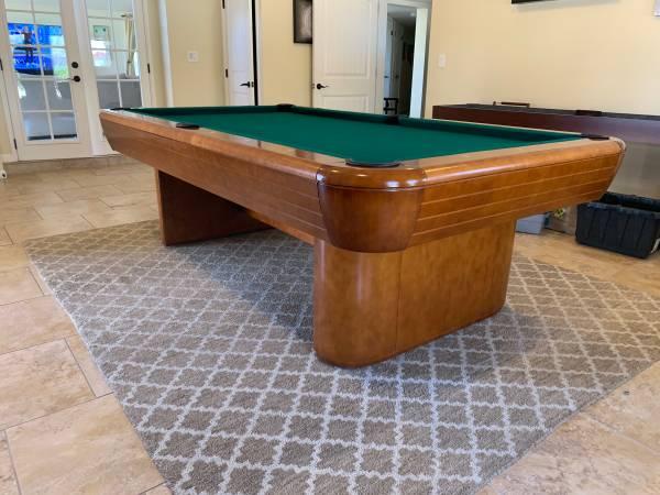 Photo Brunswick Gibson 8 foot pool table - $4250 (Chandler)