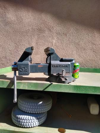Photo CRAFTSMAN 5.5quot Bench Vise Made in USA - $180 (Tempe)