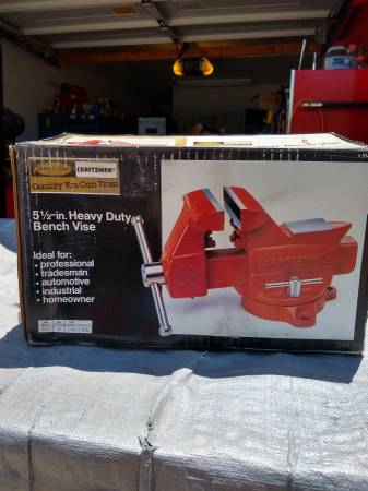 Photo CRAFTSMAN 5.5quot vintage bench vise new in box - $200 (Tempe)