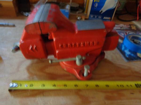 Photo Craftsman 3.5quot bench vise made in USA - $100 (scottsdale)