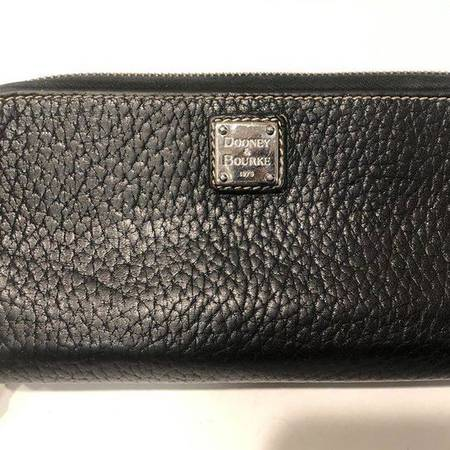 Photo Dooney and Bourke Leather Wallet - $40 (North Phoenix Desert Ridge)