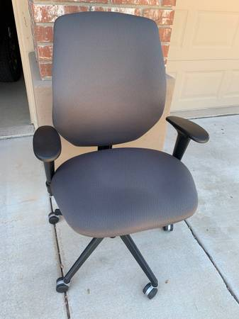 Photo High end office chairs - all matching - $150 (Tempe)