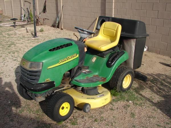 Photo John Deere Riding Lawn Mower - $600 (Sun City)