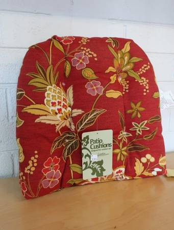 Photo Jordan Manufacturing Outdoor Patio Wicker Chair Seat Cushion in Red - $13 (Country Club  University)