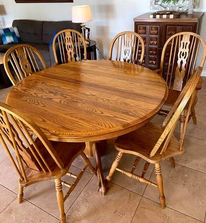 Photo Kitchen Table and 6 Chairs - $290 (Greenway  60th St.)