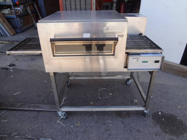 Photo LINCOLN 1132 ELECTRIC CONVEYOR PIZZA OVEN  DOUGHPRO DP1100 - $1250 (5036 N 54th Ave)
