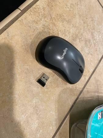 Photo Logitech m590 slient computer mouse wireless - $20 (Fountain Hills)