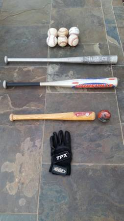 Photo Louisville Slugger Aluminum Baseball Bats Batting Glove Childs Bat $10 - $22 (Scottsdale)