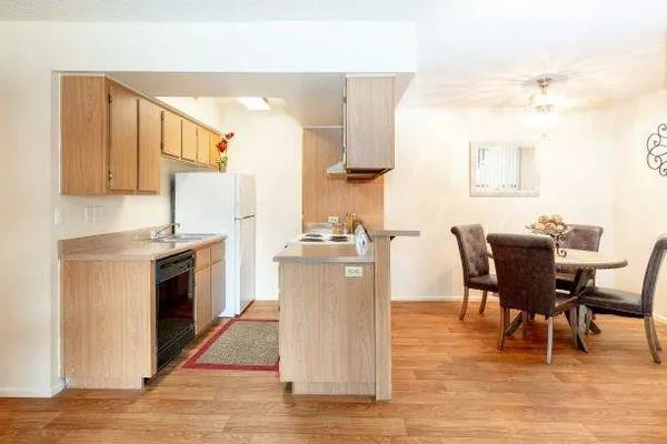 Photo Move In Specials for One edrooms-Call Today for Details (5740 North 59th Ave, Glendale, AZ, US)