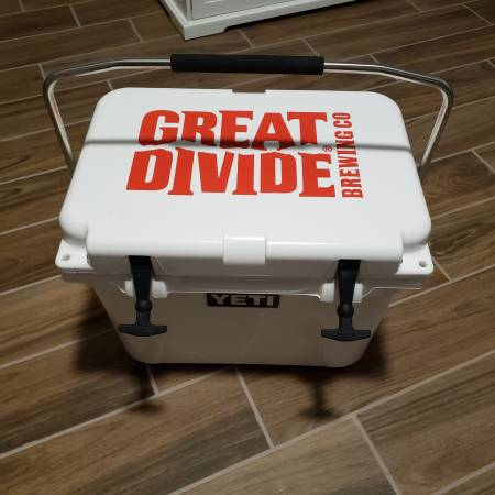 Photo NEW YETI ROADIE 20 QT RUGGED COOLER ICE CHEST WHITE GREAT DIVIDE BREWI - $150 (MOON VALLEY)