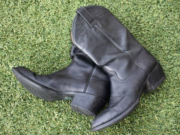 Photo Nice Ariat Men39s Western Cowboy Boots, Size 10-D, Great Condition - $40 (Gold Canyon)