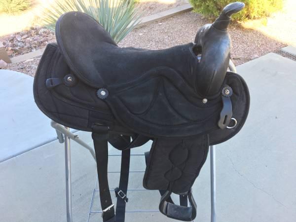 Photo Saddles, Horse Blankets, Lots More - $1 (Gold Canyon)