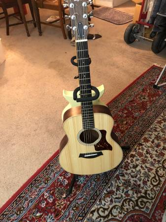 Photo TAYLOR GS MINI ROSEWOODSITKA SPRUCE - $300 (Phoenix)