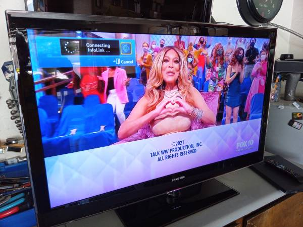 Photo TV Vizio 32 inch HDMI and remote excellent to new condition works perf - $59 (Gilbert)
