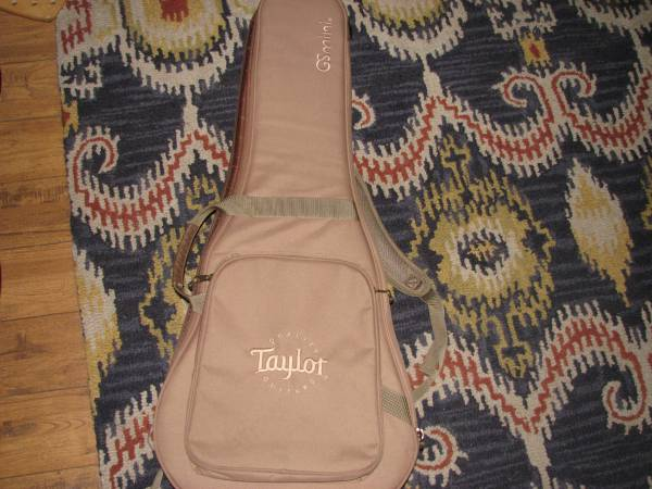 Photo Taylor GS mini parlor soft case - $25 (peoria)