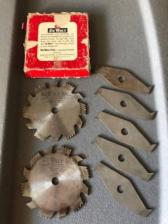 Photo Vintage DeWalt 6quot Dado Set - 2 Blades 5 Chippers - 58quot Arbor - $25 (East Mesa)