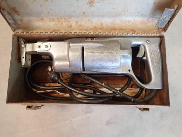 Photo Vintage Milwaukee Heavy Duty Sawzall - Model 414 - With Metal Case - $49 (Fountain Hills)