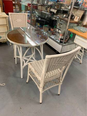 Photo Vintage White Wicker Patio Table  2 Chairs - $95 (Mesa)