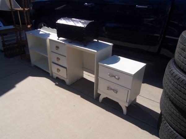 Photo WHITE DESK AND 2 CABINET, - $40 (LITCHFIELD PARK,AZ)