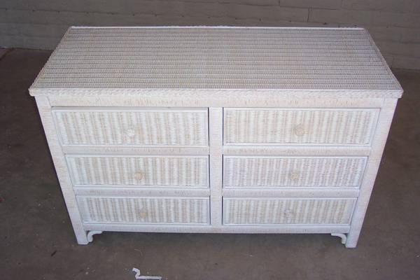 Photo White wicker dresser - $159 (Scottsdale)